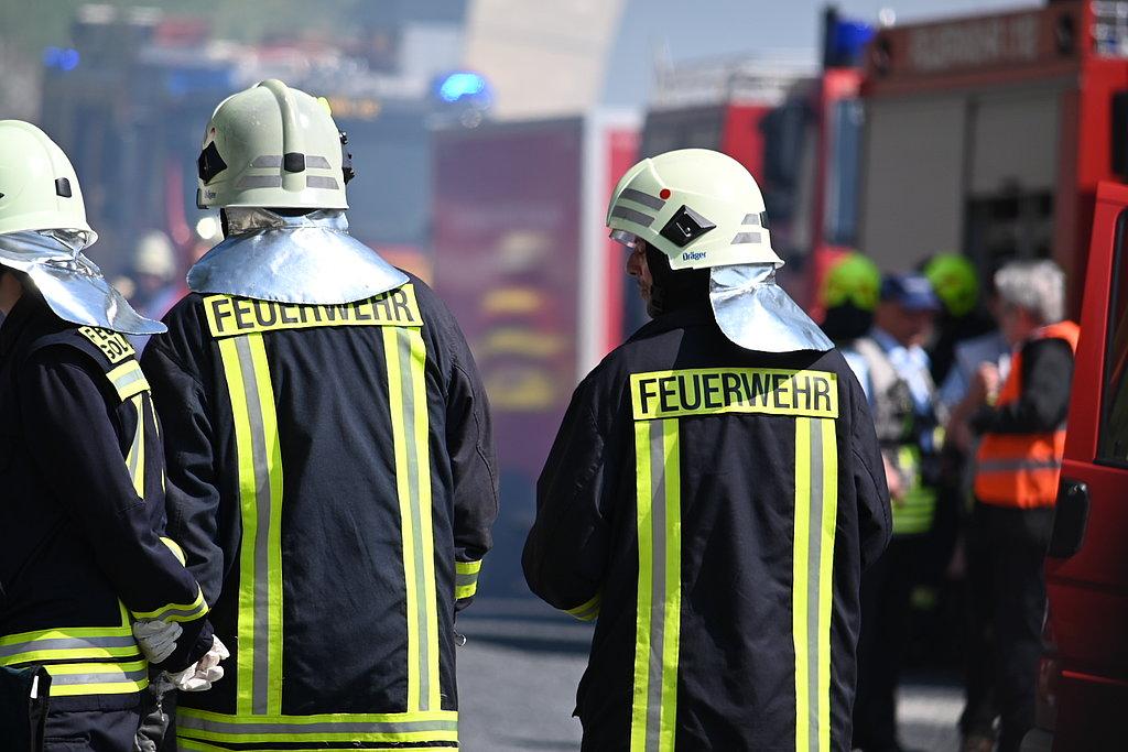 Tunnelübung Fleckberg - die Einsatzkräfte stehen bereit