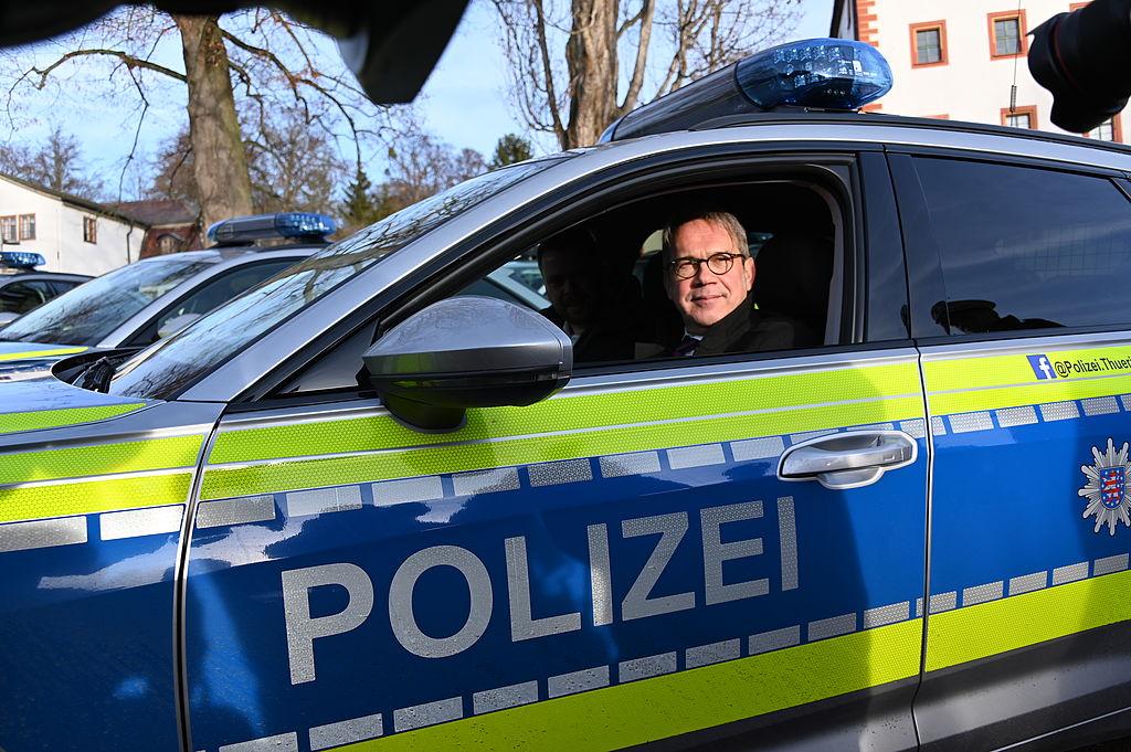 Minister im neuen Polizeiauto