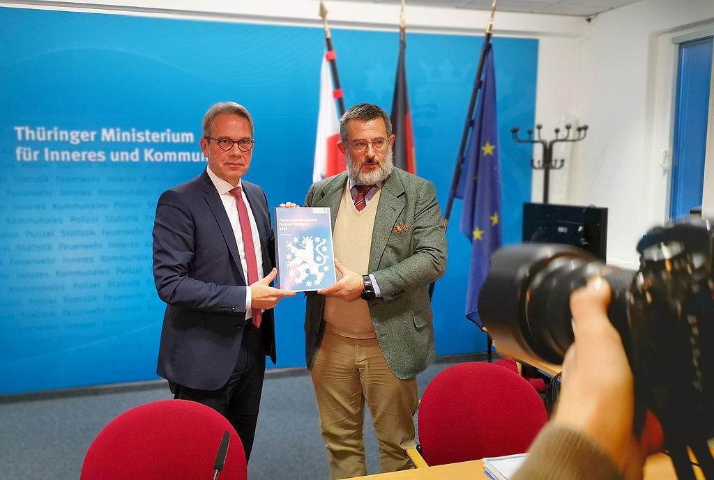Innenminister Georg Maier und Verfassungsschutzpräsident Stephan Kramer stellen den Bericht vor